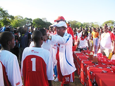 Former Education Minister – The Late Hon. Mutula Kilonzo during KSSSA games (Sponsored by Airtel)